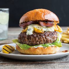 Burger of your dreams: Gorgonzola, grilled onions & grilled nectarines packed into a bun. Hamburger Recipes, Beef Recipes, Cooking Recipes, Burger And Fries, Good Burger, Yummy Burger, Beef Burgers, Wrap Recipes, Dinner Recipes