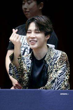180527 [ ♡ ] // at aladin fansign Jimin Jungkook, Foto Jimin, Bts Bangtan Boy, Park Ji Min, Jikook, K Pop, Mochi, Love Yourself 轉 Tear, Fansign Bts