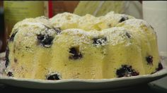 No oven required to make this tasty blueberry lemon bundt cake, all you need is a microwave! Blueberry Bundt Cake, Lemon Bundt Cake, Lemon Cake Mixes, Tupperware Pressure Cooker Recipes, Tupperware Recipes, Microwave Baking, Microwave Recipes, Pampered Chef Bundt Cake Recipe, Cooker Cake