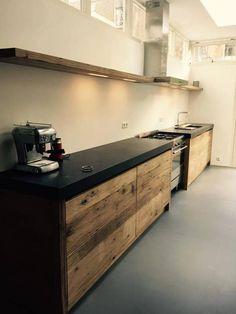 Foto: Prachtige laag bouw Restyle XL keuken van oud hout! . Geplaatst door…