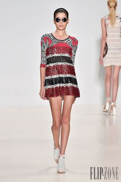 Custo Barcelona Spring-summer 2015 - Ready-to-Wear - http://www.flip-zone.net/fashion/ready-to-wear/ready-to-wear-brands/custo-barcelona-4896 - ©PixelFormula