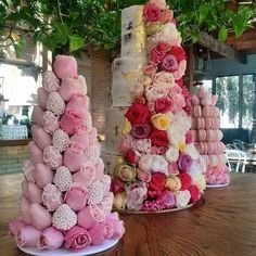 22 Seriously Adorable Wedding Cakes to Love - via Leyara Cakes;