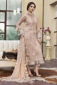 Crinkle Luxury Chiffon Collection By Motifs Embroidered 2142 Eid Outfits, Pakistani Outfits, Indian Outfits, Pakistani Gharara, Pakistani Couture, Pakistani Bridal, Indian Attire, Party Wear Dresses, Bridal Dresses