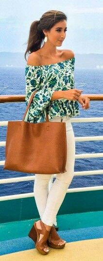 From San Francisco To Miami, 60 Trending Fall Outfits Perfect For September Green Floral Top + White Denim Mode Outfits, Casual Outfits, Fashion Outfits, Womens Fashion, Fashion Trends, Denim Outfits, Floral Outfits, Fashion 2015, Fashion Moda
