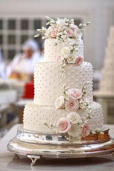 Bolo Poa com flores rosas By Isabella Suplicy