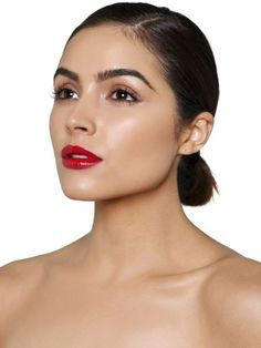 Former Miss Universe Olivia Culpo showcases the top 5 spring makeup trends. See the beauty queen here