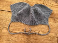 KULAKLI BERE – Örgü Pınarı See other ideas and pictures from the category menu…. Baby Knitting Patterns, Baby Hats Knitting, Knitting Designs, Free Knitting, Knitted Hats, Crochet Bikini, Knit Crochet, Diy Crafts Knitting, Flap Hat
