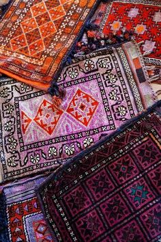 pretty textiles from Egypt Textiles, Textures Patterns, Print Patterns, Wallpaper Wall, Magic Carpet, Decoration Design, Home And Deco, How To Clean Carpet, Persian Rug