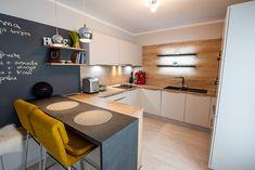 #Ukitchen #Ushapedkitchen #modernkitchen #kitchendesign #kitchenfurniture #kitchenideas #smallkitchen #smallkitchenideas #KUXAstudio #KUXA #KUXAkitchen #bucatariemoderna #bucatarieU #bucatariemica U Shaped Kitchen, Corner Desk, Kitchen Design, Kitchen Cabinets, Flooring, Furniture, Places, Studio, House