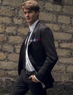 Combinar prendas casuales y formales otra forma de lucir versátil y vanguardista #Man #Style #OfficeLook
