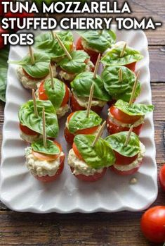 Junk Food Healthy Super Bowl Snacks: Tuna Mozzarella Stuffed Cherry Tomatoes - Want to take part in game day but don't want to snack on junk food? Then try these healthy super bowl snacks as alternatives instead! Healthy Superbowl Snacks, Healthy Work Snacks, Clean Eating Snacks, Healthy Recipes, Quick Snacks, Football Snacks, Easy Super Bowl Snacks, Healthy Meals, Lemon Recipes