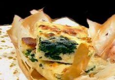 Spanakopita - Rețetă grecească de plăcintă cu spanac și brânză feta Spanakopita, Quiche, Feta, Caramel, Avocado, Breakfast, Ethnic Recipes, Cheesecake, Honey
