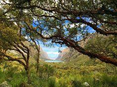 Laguna de Llanganuco: Huascarán National Park, Huaraz, Peru.  #peru #huascarannationalpark #lagunadellanganuco #yungay #travel #backpacking