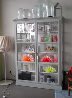 lindebjerg vitrine lys. Black Bedroom Furniture Sets. Home Design Ideas