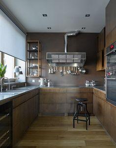 Коричневая кухня, стенка, нержавейка
