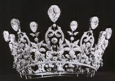 Duchess of Marlborough Tiara:  Made by Boucheron for Consuelo Vanderbilt, Duchess of Marlborough. The Duchess was part of the great American family, the Vanderbilts, from whom Gloria Vanderbilt & Anderson Cooper descend. In the late 1800s, early 1900s, there were many weddings of European aristocrats with American heiresses.