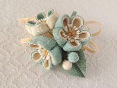 〈つまみ細工〉梅三輪とベルベットリボンの髪飾り(千草色)の画像2枚目