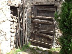 "Puerta antigua, de la masia restaurante ""can susén"""
