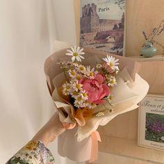 Beautiful Bouquet Of Flowers, My Flower, Beautiful Flowers, Spring Aesthetic, Flower Aesthetic, New Foto, Planting Flowers, Floral Arrangements, Daisy