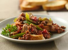 Italian dinner ready in just 20 minutes! Enjoy these crunchy French bread slices dunked with garlicky ground beef, bell pepper and mushroom mixture – a flavorful main dish!