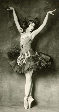 Felia Doubrovska in the title role of Firebird, 1926