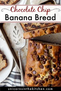 With hundreds of positives reviews, this is the best chocolate chip banana bread ever! If you're looking for the ultimate banana bread recipe to make for years to come, this is the one! Super easy, moist and so delicious! Banana Bread Recipe Video, Banana Bread Recipes, Moist Banana Bread, Chocolate Chip Banana Bread, Best Chocolate, Delicious Breakfast Recipes, Yummy Food, Make Ahead Breakfast