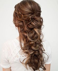 12 SUPER CUTE CHRISTMAS HAIRSTYLES FOR LONG HAIR We decided to select twelve cute hairstyles for long hair as we definitely know you are super busy with your endless list of Christmas chores. These hairstyles will take only 10 minutes of your va. Wedding Hairstyles For Long Hair, Fancy Hairstyles, Wedding Hair And Makeup, Down Hairstyles, Hair Makeup, Bridal Hairstyles, Hairstyles Haircuts, Long Curly Wedding Hair, Hairdos