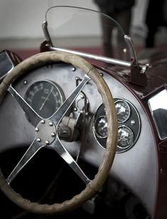I want a super old car/classic so badly ):