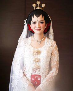 Javanese Wedding, Indonesian Wedding, Dream Wedding Dresses, Wedding Gowns, Wedding Hijab Styles, Kebaya Wedding, Bridal Makeup Looks, Wedding Prep, Dream Dress