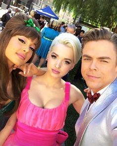 November 18: Ariana, Dove Cameron and Derek Hough on set of Hairspray Live ♡