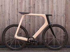 Fahrrad mit Rahmen aus Holz bei der Sonderschau VOLL.HOLZ – faszinierende Holzwerkstoffe raumPROBE auf der ARCHITECT@WORK Zürich