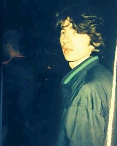 Young Noel Gallagher working as roadie for Inspiral Carpets!  Diario Di Un Mad Qualunque via Facebook #Oasis #oasismania #oasismusic #NoelGallagher #LiamGallagher #britpop #nineties #liveforever #legend #inspiralcarpets
