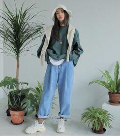 Fashion Tips For Guys .Fashion Tips For Guys Korean Outfits, Mode Outfits, Girl Outfits, Fashion Outfits, Fashion Tips, Fashion Moda, Girl Fashion, Womens Fashion, 70s Fashion