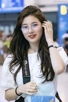 Suzy 180721 Incheon Airport from Taiwan Bae Suzy, Korean Actresses, Actors & Actresses, Korean Beauty, Asian Beauty, Instyle Magazine, Cosmopolitan Magazine, Miss A Suzy, Boy Celebrities