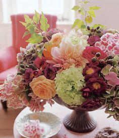 Dahlien, Kartoffelrosen, Hortensien  http://www.livingathome.de/images/garten/blumenstrauss/herbststrauss-dahlien-hortensien.jpg