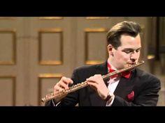 El mejor flautista del mundo. Enmanuel Pahud. ¡Espere, no deje de leer…! Al menos déme la oportunidad de proponerle queno deje de ver a partir del minuto 19´ de este video, es sublime. ...