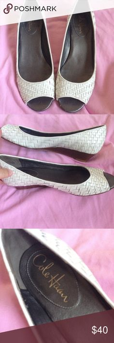 Cole Haan White Leather Peep Toe Wedges Sz 8 Cole Haan White Leather Peep Toe Low Wedge Shoes Sz 8. Pretty basket weave design. Great shape except small nick on heel as indicated in pictures. Shoes contrast nicely with bright colors. Match them up with all your favorite summer dresses. Please ask questions before you buy! Cole Haan Shoes Wedges