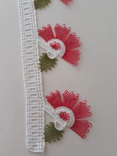 HUZUR SOKAĞI (Yaşamaya Değer Hobiler) Crochet Disney, Needle Lace, Lace Making, Filet Crochet, Flower Tutorial, Baby Knitting Patterns, Bridal, Tatting, Elsa