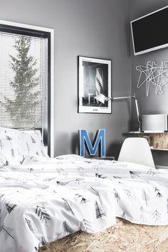 Grafiitinharmaassa kaksiossa: Makuuhuoneen talvi Bedroom, Furniture, Home Decor, Decoration Home, Room Decor, Bedrooms, Home Furnishings, Home Interior Design, Dorm Room