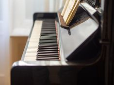 What makes us the best choice for you for moving or storing your piano? It is our commitment to your work and the professionalism of our team. We are passionate about providing the best piano moving services to our clients which is evident from the exquisite feedback we get from our customers. We handle your piano with care and personal dedication so as to ensure that your piano is well taken care of. We avoid any mis-handling that might be harmful to your piano while moving.