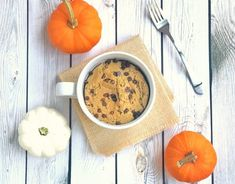 The One Metabolism-Boosting Mug Cake Recipe You Should Make To Burn Calories Fast - SHEfinds Microwave Chocolate Mug Cake, Mug Cake Microwave, Chocolate Mug Cakes, Protein Mug Cakes, Mug Cake Healthy, Healthy Food, Protein Foods, Healthy Desserts, Vinalla Cake Recipe