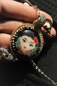 Frida Kahlo Artwork, Beaded Jewelry, Handmade Jewelry, Plaque, Beaded Embroidery, Love Art, Beadwork, Miniature, Paintings