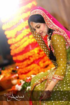 ----------------- A desi, Pakistani girl born and brought up in a western, English world -------- Pakistani Mehndi Dress, Bridal Mehndi Dresses, Pakistani Bridal, Pakistani Outfits, Indian Outfits, Pakistani Girl, Muslim Women Fashion, Indian Fashion, Desi Clothes