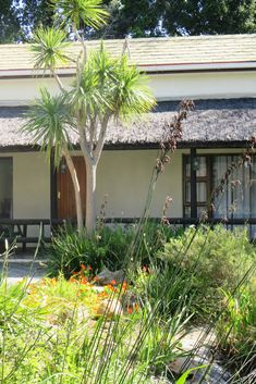 View La Chaumière and all our other Accommodation listings in Cape Town. Guesthouse, Honeymoon Suite, How To Attract Birds, Nature Reserve, Credit Cards, Cape Town, South Africa, Garden Design, Golf Courses