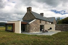 Superb photo - head to our site for much more recommendations! Cottage Extension, Silo House, Contemporary Barn, Bungalow Renovation, Country House Design, House Extensions, Stone Houses, Modern Architecture, Modern Farmhouse