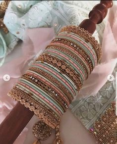 A palette of pale mints and pinks, an array of textures & styles. Every bangles set is its own unique and one-of-a-kind creation. Antique Jewellery Designs, Fancy Jewellery, Indian Jewellery Design, Stylish Jewelry, Indian Bridal Jewelry Sets, Bridal Bangles, Silver Bangles, Thread Bangles Design, Pakistani Jewelry