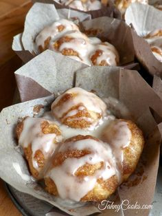 'Gooey Monkey Bread Muffins Recipe ~ If you're a fan of traditional monkey bread than you are going to love these individual monkey muffins that capture all the gooey goodness' Muffin Recipes, Breakfast Recipes, Dessert Recipes, Just Desserts, Delicious Desserts, Yummy Food, Challah, Monkey Bread Muffins, Cookies
