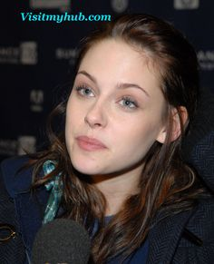Hollywood Actress Kristen Stewart close up face spicy hot Lips Pictures  spicyheroines.com
