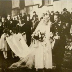 The wedding of Georg, Ritter von Trapp and Maria Kutschera on November 1927 in Salzburg, Austria. The wedding was attended by all the von Trapp children. Old Photos, Vintage Photos, Famous Couples, Interesting History, Interesting Photos, Sound Of Music, World History, Here Comes The Bride, Back In The Day