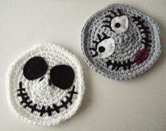 Crochet Pour Halloween, Diy Halloween, Halloween Decorations, Crochet Diy, Crochet Home, Crochet Ideas, Garnstudio Drops, Ravelry, Couch Cushion Covers